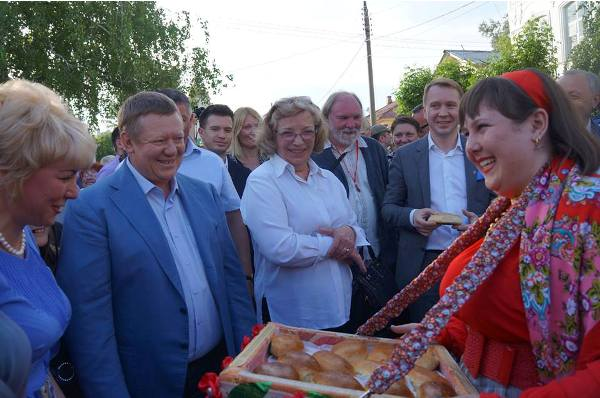 ВВольске начался XIV Фестиваль театров малых городов Российской Федерации