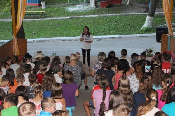 Саратовские школьники на каникулах изучают правила дорожного движения в игровой форме