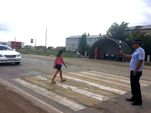 Юным пешеходам в Новоузенске напомнили о важности соблюдения Правил дорожного движения