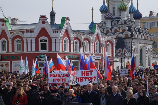 Десять тыс. саратовцев почтили память жертв теракта впитерском метро