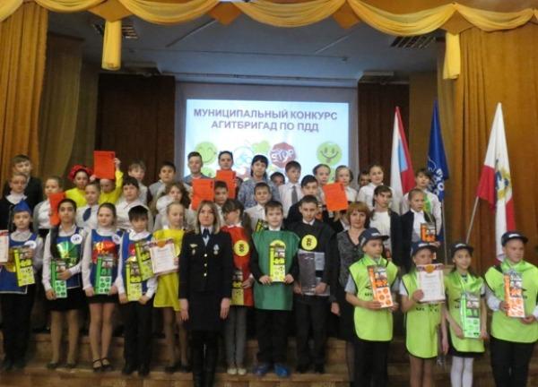 В Вольске в рамках партийного проекта прошел конкурс агитбригад